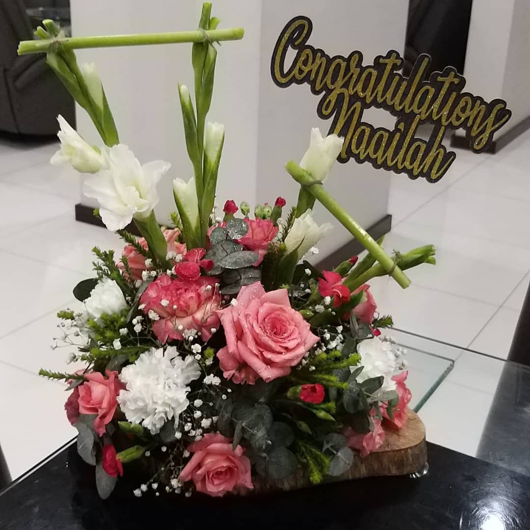 bizFor Flowers and Lovely Arrangements C...